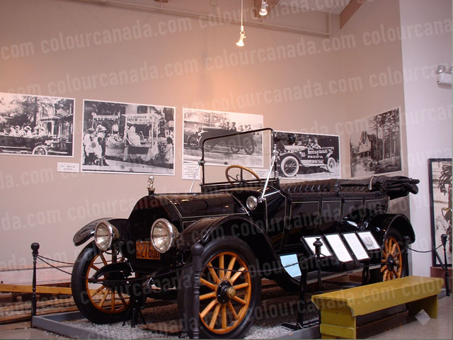 Antique Car (1) in Museum | Cheap Stock Photo