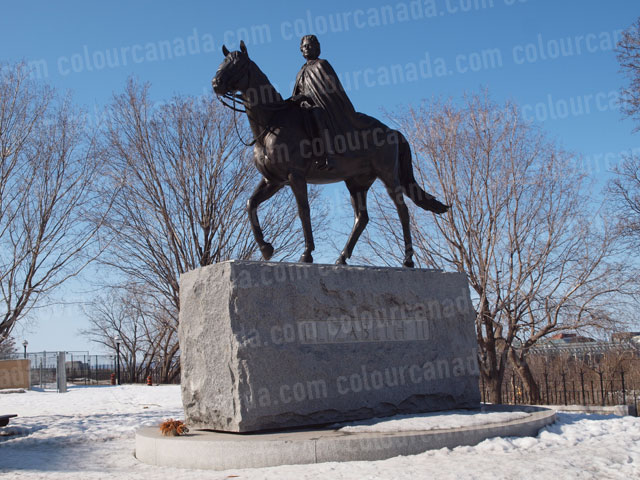 Queen Elizabeth II on Horse Statue | Cheap Stock Photo